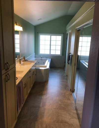 Small bathroom shower renovations with Quartz Construction San Jose