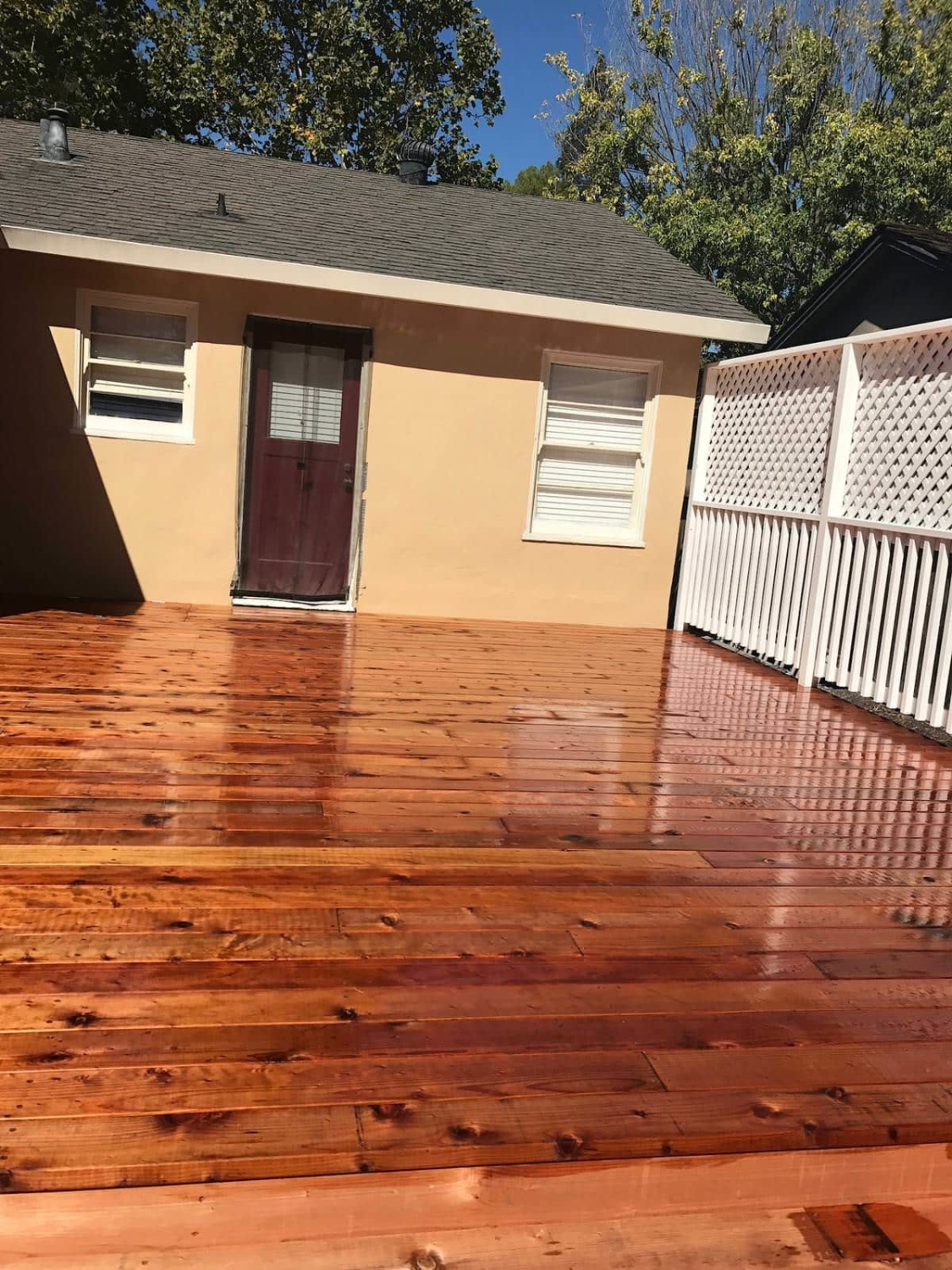 Beautiful outdoor decking by Quartz Construction in San Jose